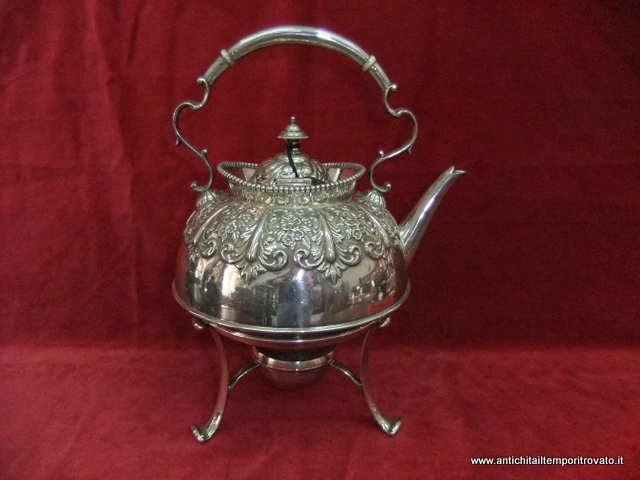 Samovar in sheffield inglese sbalzato con interrompi calore in osso. L