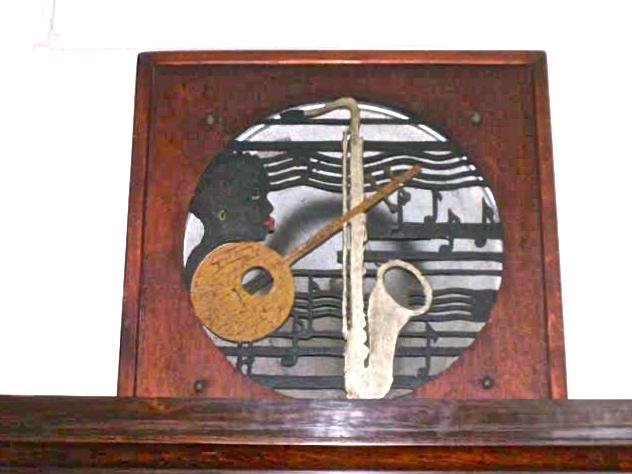 Mobili antichi → Strumenti musicali → Antica cassa acustica  Antico e simpaticissimo altoparlante inglese degli anni 30 raffigurante musicisti di New…  ... continua ...