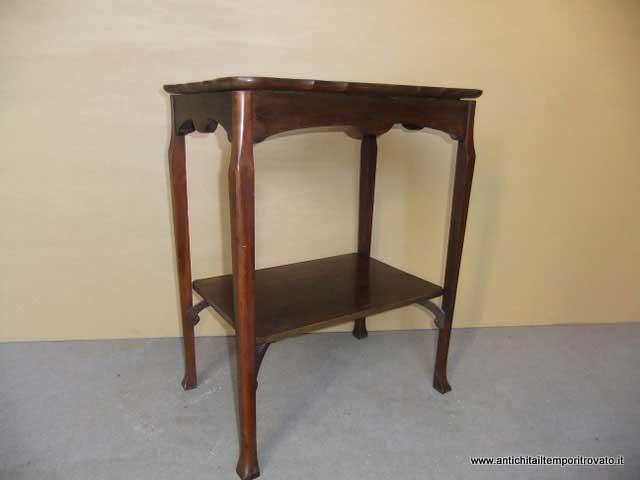 Antichit il tempo ritrovato antiquariato e restauro for Tavolino con vetrina