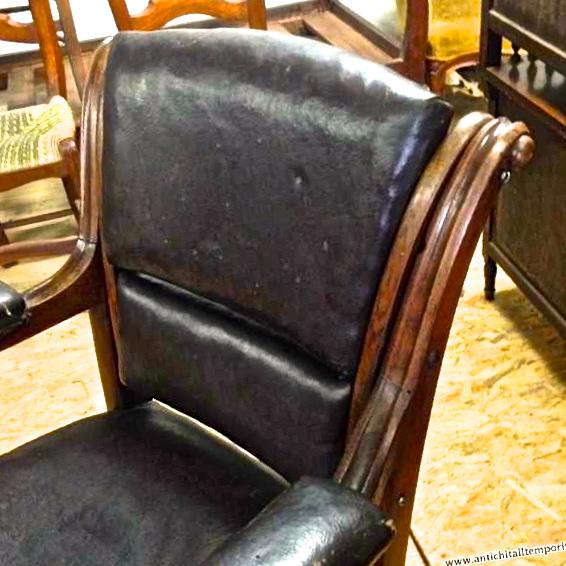 Antichit il tempo ritrovato antiquariato e restauro for Poltrone da barbiere usate