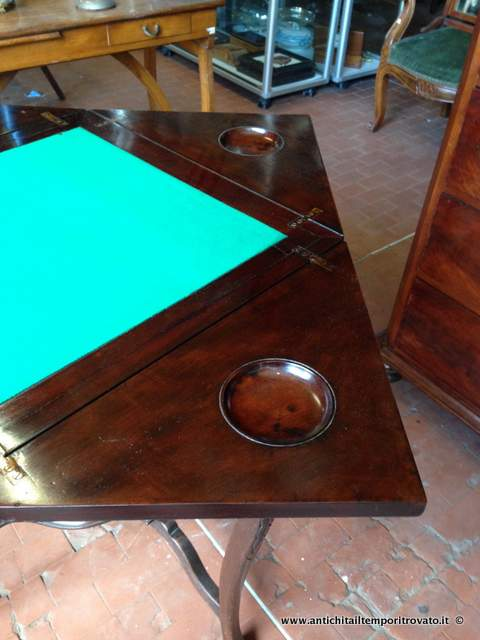 - Tavoli da giocoAntico tavolino a fazzoletto - Tavolino da gioco ...