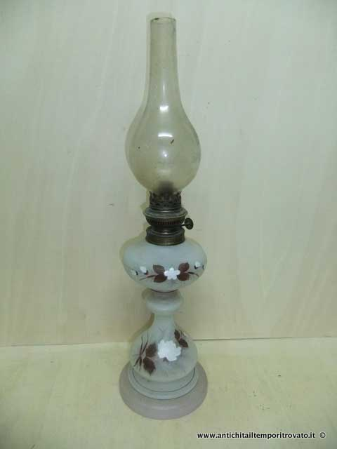 Oggettistica d`epoca. Lampadari e lampade. Antico lume a petrolio b1a6d564874