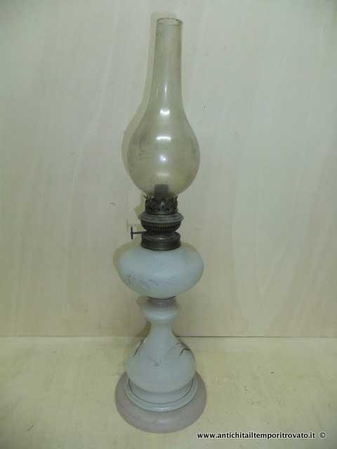 ... Oggettistica d`epoca - Lampadari e lampade - Antico lume a petrolio  Lampada d` 0e57ae52321
