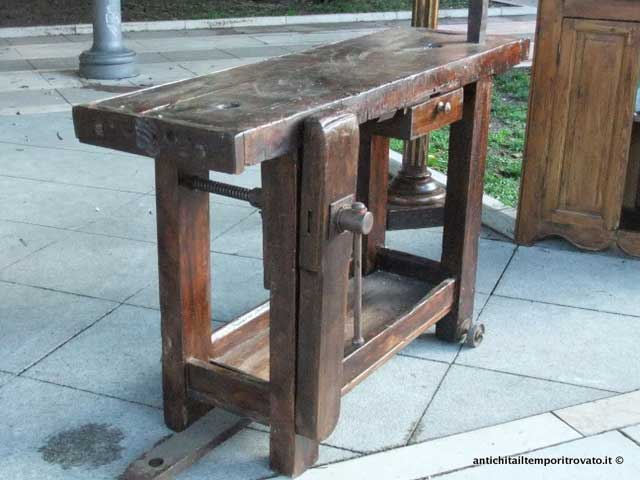 Antichit il tempo ritrovato antiquariato e restauro - Tavolo da falegname ...