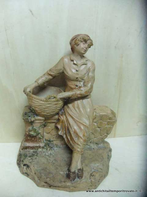 Antica statua in terracotta - Donna in terracotta d`epoca