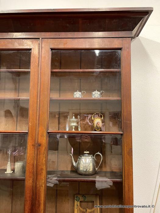 Antichit il tempo ritrovato antiquariato e restauro mobili antichi librerie libreria vittoriana - Restauro mobili impiallacciati ...
