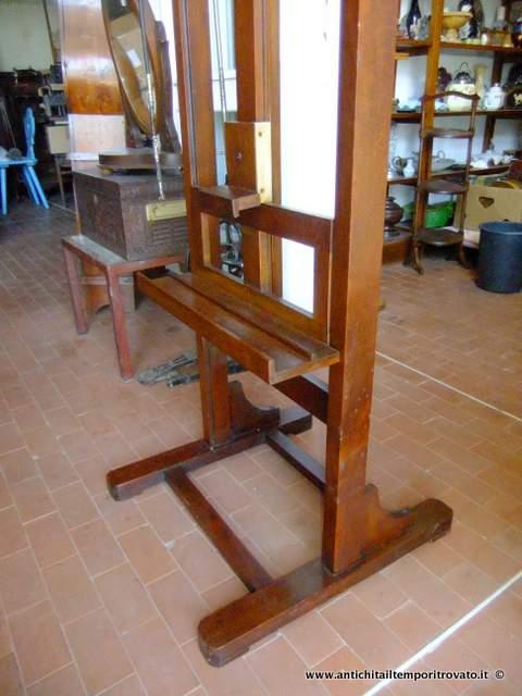 Antichit il tempo ritrovato antiquariato e restauro for Cavalletto pittore
