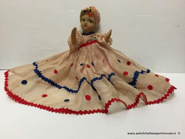 Giocattoli antichi → Bambole → Bambola lenci con vestito originale  Antica e deliziosa bambola Lenci con turbante del 1930/40 con corpo in stoffa (e paglia al suo interno), mentre gli arti sono in panno come il viso. Vestitino originale in organza con piccole…  ... continua ...