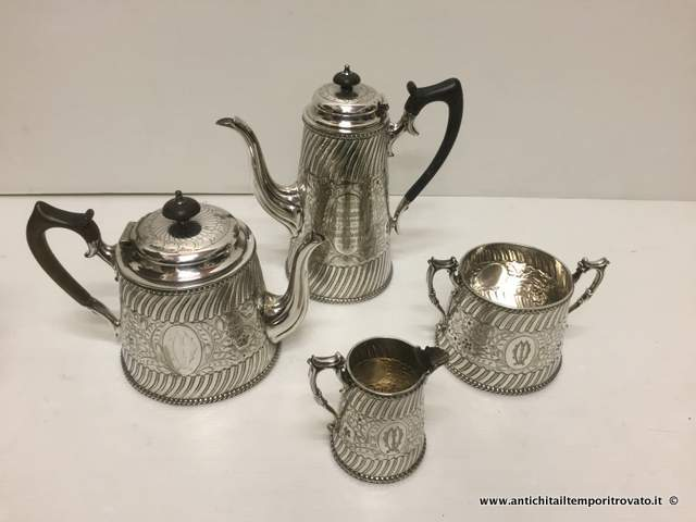 Sheffield d`epoca - Set in sheffield  Set in silver plate dell`800 - Antico set da 4 pezzi Immagine n°