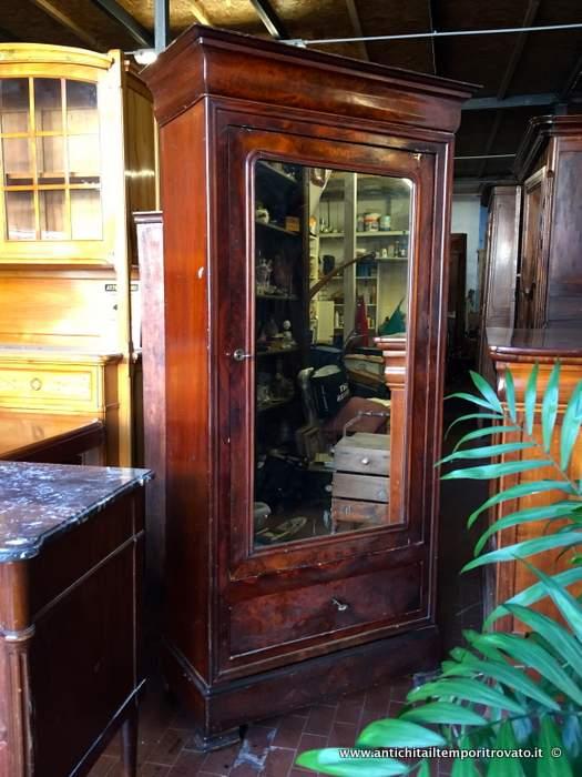 Antiquariato e restauro di mobili d 39 epoca e antichi a cagliari for Specchio antico piccolo