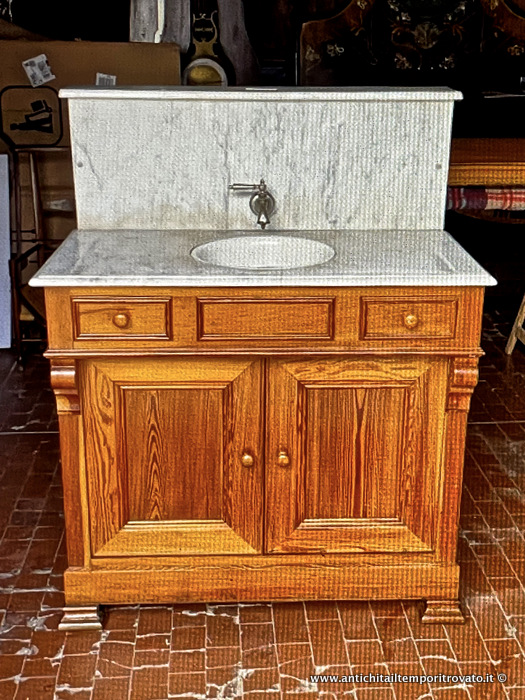 Antico mobile da bagno con top in marmo di Carrara - Antico mobile in pitch pine con lavabo