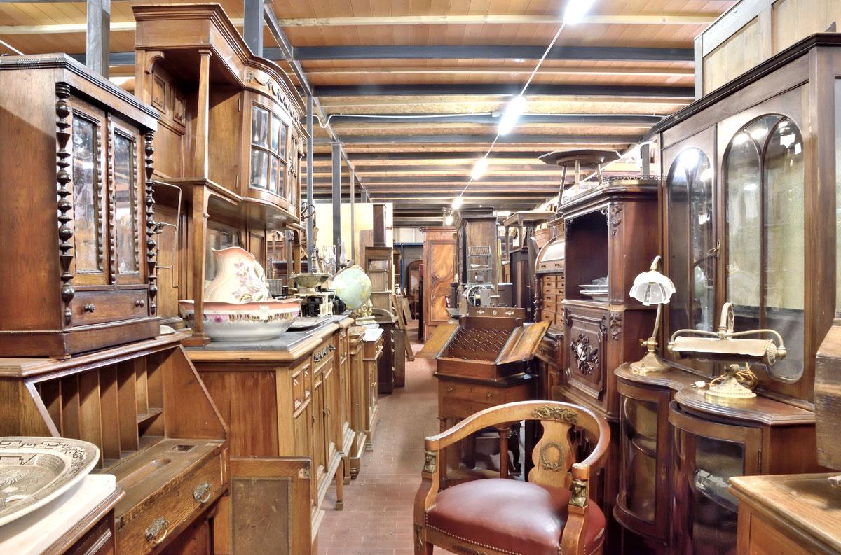 Antichit il tempo ritrovato antiquariato e restauro for Negozi mobili online